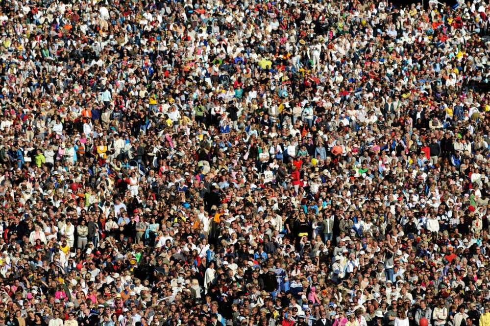 11-crowds-2.w710.h473.2x